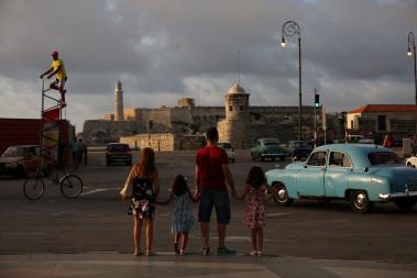CUBANO QUE ENTRAR PARA O GUINESS COM BICICLETA ELEVADA